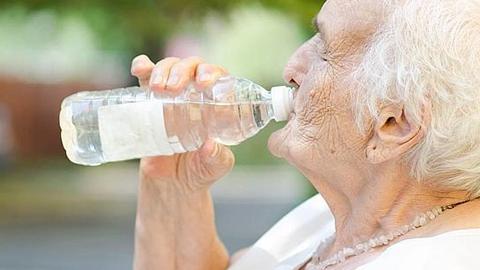Cerca de 730 pacientes de la provincia de Jaén reciben asistencia telefónica médica durante los meses de verano por personal cualificado de la Consejería de Salud ante el riesgo de altas temperaturas