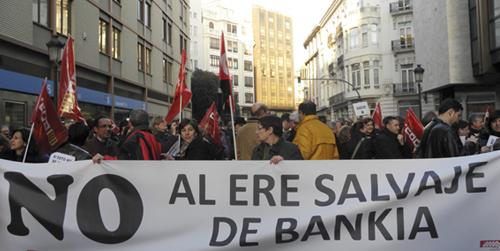 Los trabajadores de bankia en andaluc a protestan en for Oficinas de bankia en granada