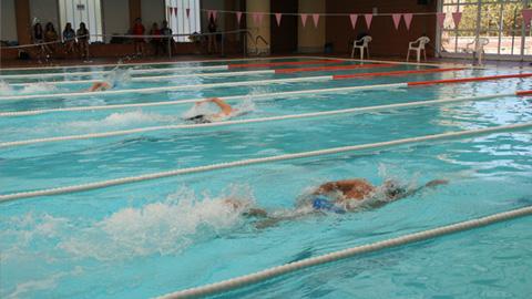 La piscina municipal de hu tor t jar acoge las jornadas de for Piscina municipal de granada