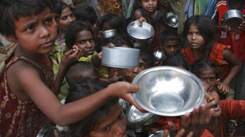 Intermón denuncia que la ayuda oficial al desarrollo se ha recortado un 40% en tres años