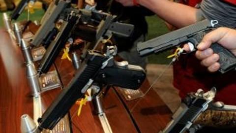 Amnistía Internacional recoge firmas para demandar un Tratado sobre el Comercio de Armas