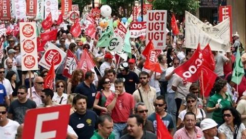 CCOO y UGT convocan manifestaciones contra los recortes de los gobiernos central y autonómico