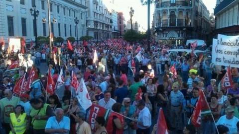 Manifestaciones multitudinarias recorren Andalucía bajo el lema 'No te calles, defiende tus derechos'