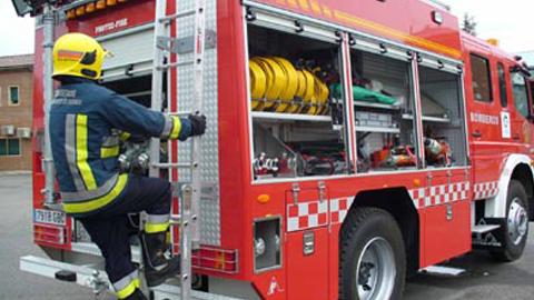Los sindicatos de bomberos andaluces celebran una protesta colectiva por los recortes económicos