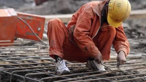UGT y CCOO se concentran para rechazar la relajación de las políticas en materia de seguridad laboral