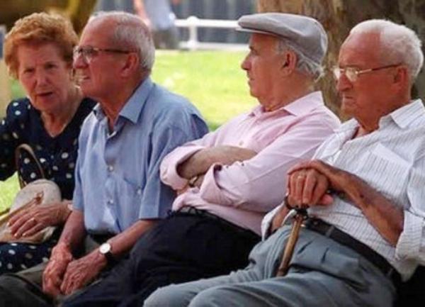 El profesor Fernando Lara cree que, si hay recortes en las pensiones, la economía saldrá perjudicada