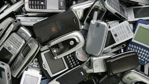 La Federación Española de Enfermedades Raras comienza una campaña de recogida de móviles usados para garantizar el apoyo a enfermos y a sus familiares
