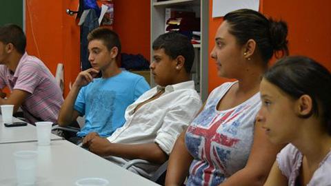 """La Fundación Secretariado Gitano centra en los adolescentes su nueva campaña de sensibilización """"Gitanos con estudios, gitanos con futuro"""""""