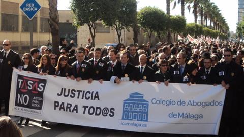 El Colegio de Abogados de Málaga presenta 2.000 firmas ante en Congreso de los Diputados contra la Ley de Tasas Judiciales