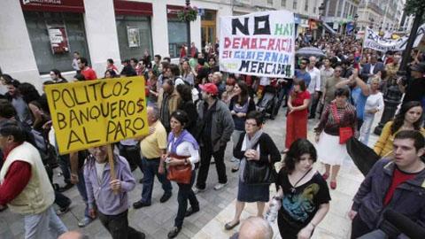 Los micrófonos de la Onda Local de Andalucía realizan un balance general de la situación política, económica y social del 2012 en nuestra comunidad