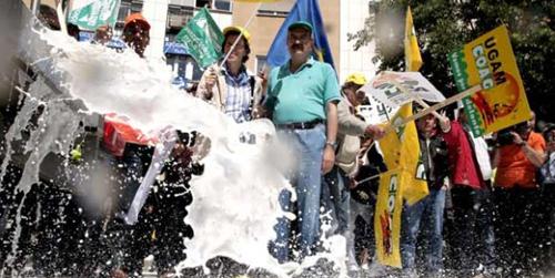 La plataforma en defensa del sector lácteo del Valle de los Pedroches exige soluciones y apoyo económico ante la desesperada situación de los ganaderos