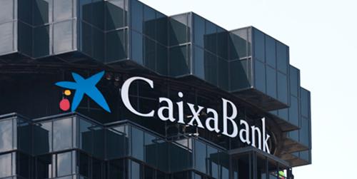 Los sindicatos critican incumplimientos de CaixaBank al trasladar personal de Cajasol a Cataluña habiendo vacantes más cercanas a sus domicilios