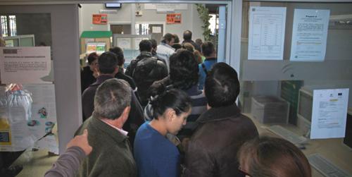 Asesores y promotores de empleo del Servicio Andaluz de Empleo retoman las concentraciones semanales ante las puertas del Palacio de San Telmo en protesta por el despido de más de 800 personas