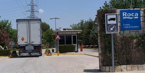 Los empleados de Roca en la localidad sevillana de Alcalá de Guadaíra vuelven al trabajo tras dos semanas de huelga