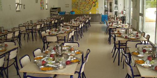 El Consejo de Gobierno ha aprobado hoy la contratación del servicio de comedor escolar en 118 centros educativos públicos de Andalucía