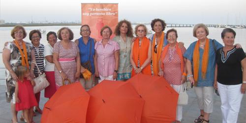 La localidad onubense de Punta Umbría acoge una muestra de 'personas-libro' con el objetivo de fomentar la lectura