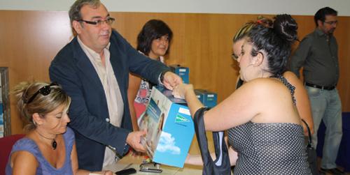 Casi 700 estudiantes de educación infantil de la localidad sevillana de San Juan de Aznalfarache van a recibir este año los libros gratis