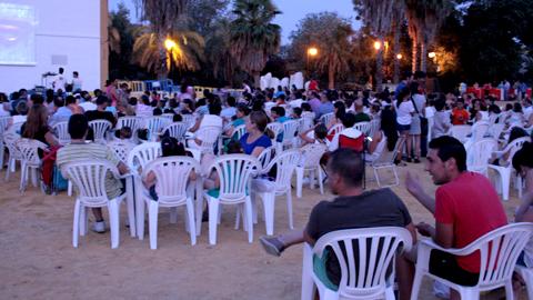 Gran éxito de la temporada de cine de verano en la localidad sevillana de San Juan de Aznalfarache con una afluencia de casi 9.000 personas