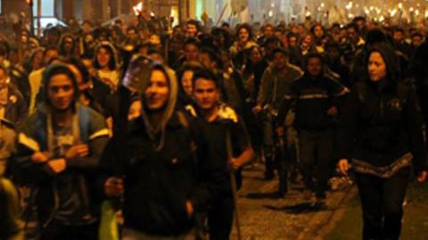 Estudiantes y profesorado salen a la calles de Bogotá en la llamada «Marcha de las antorchas» para exigir mejores salarios y que no se privatice la educación