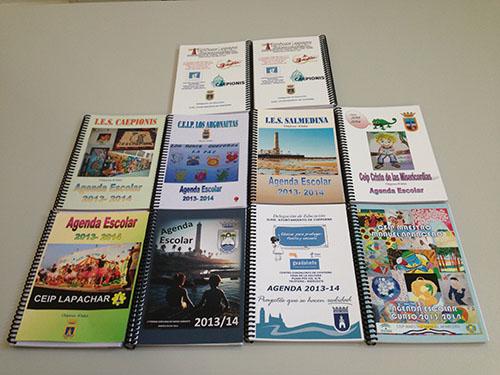 El alumnado del Centro de Educación de Adultos de la localidad gaditana de Chipiona reciben agendas escolares gratuitas para el presente curso 2013-14