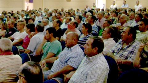 Olivareros afectados por impagos presentan un proyecto para hacerse cargo de la gestion del molino de la almazara del municipio cordobés de Almedinilla para recuperar lo que se les adeuda