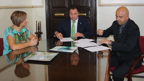 La puesta en marcha de centro de servicios telefónicos en San Juan del Puerto, Huelva, creará 15 puestos de trabajo en el municipio
