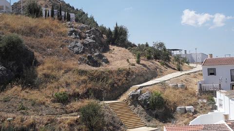Los arqueólogos de un taller de empleo descubren un nuevo cementerio medieval en la localidad malagueña de Cártama
