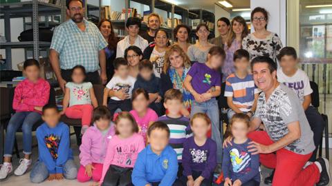 Una veintena de niños y niñas de la localidad sevillana de San Juan de Aznalfarache participan en un taller teatral con objetivo de despertar en ellos el interés por la literatura y enseñarles a expresarse