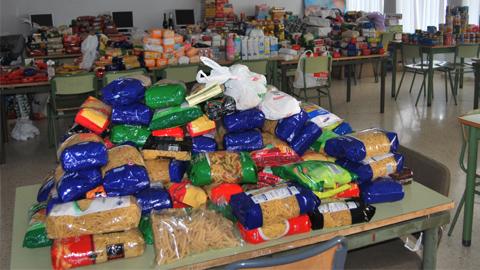 Campaña de recogida de alimentos para ayudar a familias con escasos recursos económicos en el municipio jiennense de La Guardia de Jaén