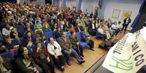 Los vecinos de la localidad jiennense de Torreperogil se manifiestan contra la fracturación hidráulica