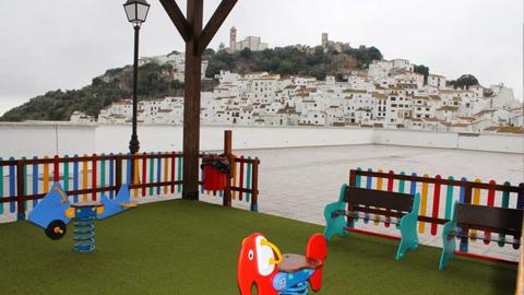 El municipio malagueño de Casares renueva el Parque de la Plaza Marcelino Camacho tras ser una de las actuaciones más demandas por sus vecinos y vecinas
