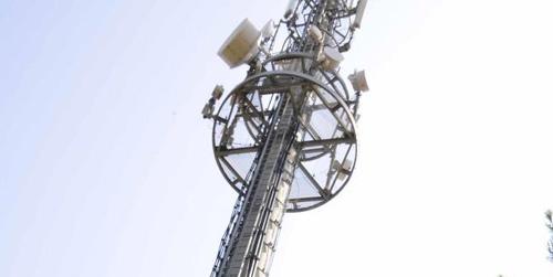 El Ayuntamiento de Gelves corta el suministro eléctrico a una antena de telefonía móvil tras un largo proceso de negociaciones en el que solicitaban a las tres grandes operadoras afectadas que redujeran la potencia de sus emisiones