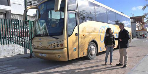 El municipio cordobés de Fernán Núñez cuenta con un nuevo apeadero para autobuses de área metropolitana y de transporte escolar tras tres años de espera por falta de presupuesto