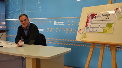 Las personas jóvenes de Fuengirola ya pueden obtener la tarjeta Fuengirola Joven con la que se pretende impulsar el comercio local proporcionando descuentos en compras e información sobre la oferta comercial de la localidad