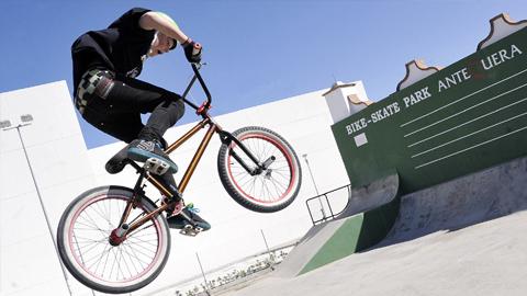 El Bike-Skate Park de Antequera abre sus puertas para el uso y disfrute de la juventud antequerana tras su remodelación, limpieza y construcción de un nuevo graderío lateral
