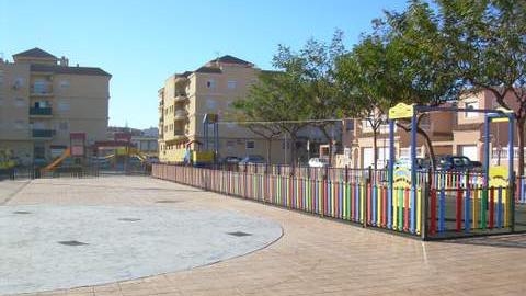 La localidad almeriense de Huércal de Almería mejora las áreas infantiles de algunos de los parques públicos del municipio