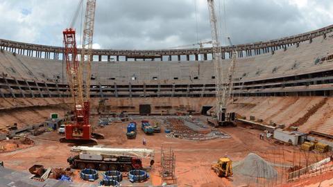 En Brasil, paralizan las obras en un estadio para el mundial de fútbol tras la muerte de un trabajador