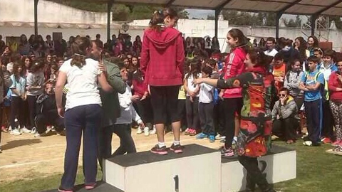 Más de 300 escolares de Barbate y Zahara de los Atunes participan en el séptimo campeonato de atletismo organizado por medio de las XVI Jornadas contra el Absentismo Escolar