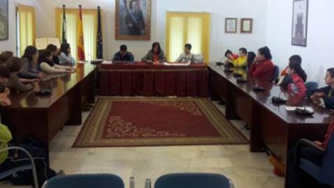 El Salón de Plenos de Cantillana celebra la primera sesión oficial del programa de participación Parlamento Joven 2014 para educar en valores democráticos e incluir la perspectiva juvenil en las políticas locales