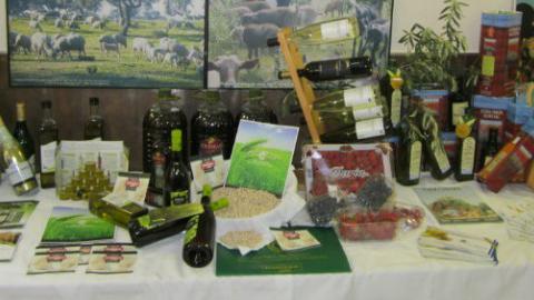 """El garbanzo de Escacena del Campo y los vinos de Raigal, protagonistas de la tercera jornada de la muestra gastronómica denominada """"Exquisitamente"""" dedicada a los productos onubenses más prestigiosos"""