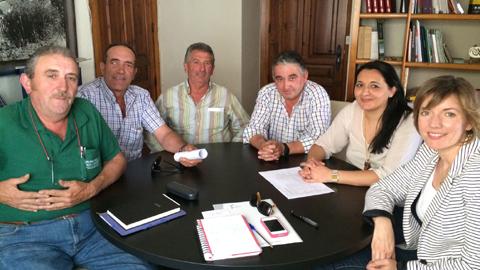 La Diputación de Jaén y el Ayuntamiento de Jimena se reúnen para plantear nuevas acciones de promoción de la breva característica del municipio jiennense dentro de la línea de ayudas a cultivos alternativos al olivar que ofrece la entidad provincial