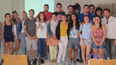 Alumnado de la Facultad de Geografía e Historia de la Universidad de Sevilla visitan Conil de la Frontera para conocer su modelo de desarrollo turístico y participar en una conferencia sobre sostenibilidad