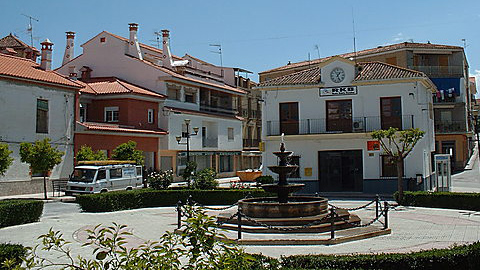 Benalúa asfalta y refuerza elfirme de algunas de sus calles principales para mejorar la seguridad de los y las peatones gracias a una inversión de la Diputación de Granada de 80.000 euros