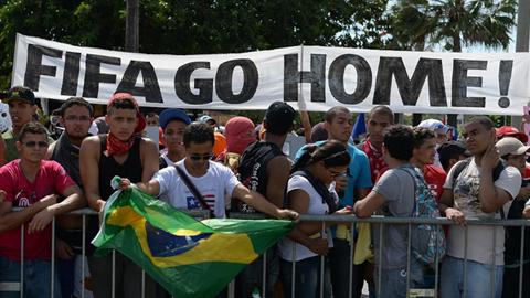 Cinco personas heridas, tres periodistas y dos manifestantes, en la protesta de Sao Paulo el día de inaugurarse el mundial de fútbol de Brasil