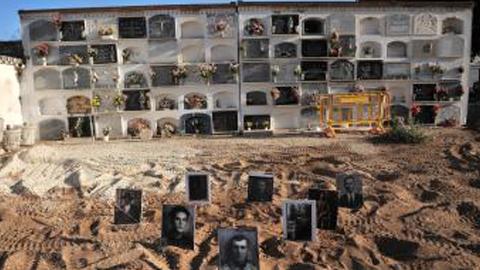 Los trabajos de exhumación llevados a cabo por la Junta de Andalucía en la fosa encontrada en La Puebla de Cazalla entran en su fase final, tras la recuperación de los restos de 42 desaparecidos
