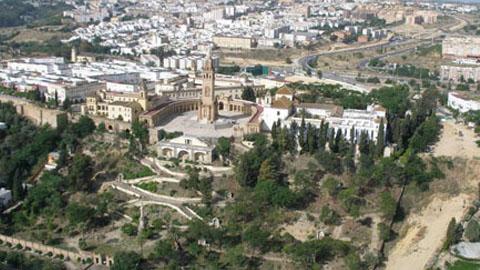 San Juan de Aznalfarache aprueba sus presupuestos municipales de 2014 reduciendo en dos millones la deuda municipal y centrando sus esfuerzos en el apoyo a la educación, el empleo, los servicios sociales y la limpieza