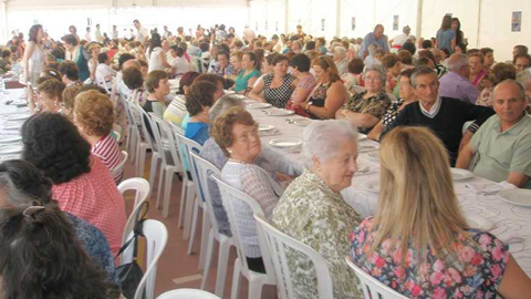 Trescientos mayores de distintos municipios de la Axarquía, en Málaga, disfrutan de una jornada de actividades de ocio y charlas informativas