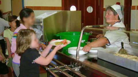 Casares prepara propuestas para seguir manteniendo el servicio de comedor escolar en uno de sus centros educativos