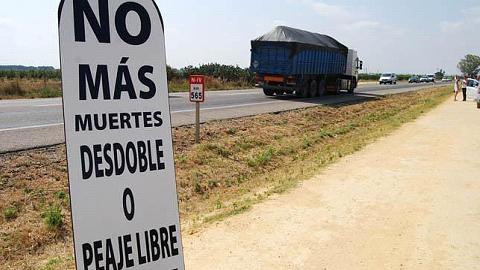 Un nuevo accidente en la Nacional-IV reabre las protestas contra el peaje de la Autovía Sevilla-Cádiz y la demanda de un desdoble de dicha carretera