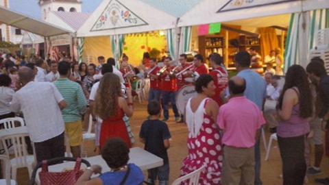 La tradicional feria de La Puebla de Cazalla se celebrará del próximo 10 de septiembre hasta el domingo 13 con las novedades de una gran exhibición de bailes latinos y la vuelta de los espectáculos ecuestres